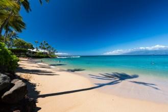 Vista oposta da praia de Napili em Maui