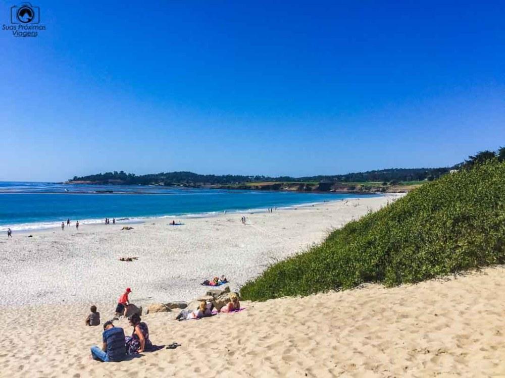 Canto direito da Praia de Carmel na costa da California