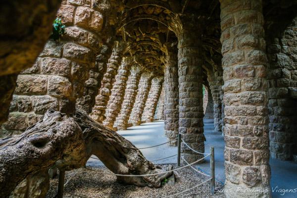 Estrutura de Pedras no Parc Güell em O que fazer em Barcelona