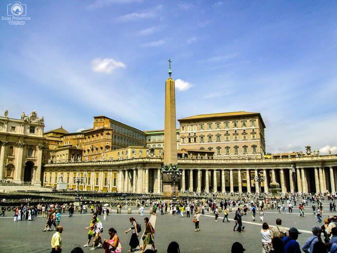 Obelisco na Praça da Basílica em Roma Itália