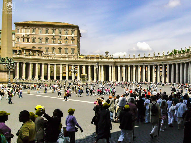 Multidão na fila para visitar a Basílica em o que fazer em Roma
