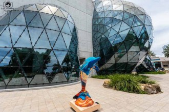 Dolphin de Dalí no Museu em St Petersburgh