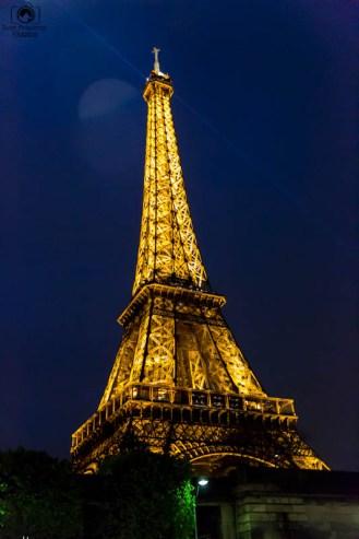 Torre Eifeel à noite o que fazer em Paris