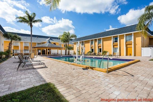 Piscina do Quality Inn & Suites em Onde se hospedar em Orlando