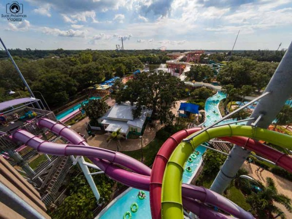 Vista do Caribbean Corkscrew no Adventure Island