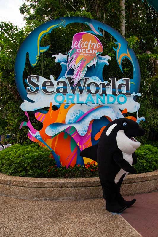 Os personagens espalhados pelo SeaWorld Orlando
