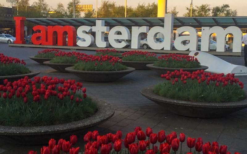 Tradicional Letreiro no Aeroporto em O que fazer em Amsterdam Melhores Dicas