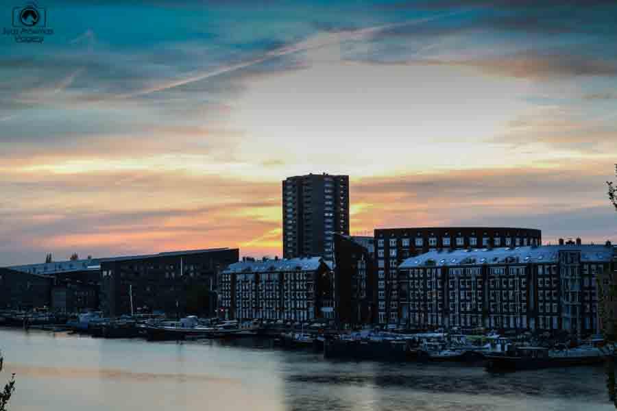 Pôr do Sol no Canal nas Melhores dicas de Amsterdam