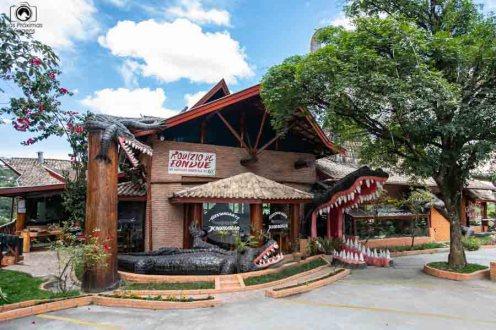 Imagem da fachada do restaurante Krokodillo em onde comer em Campos do Jordão