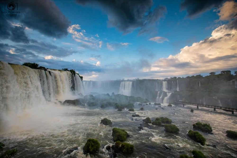 Vista das Cataratas do Iguaçu desde o mirante do meio