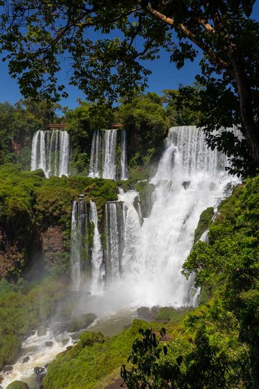 Vista das cataratas pelo lado argentino em Puerto Iguazú