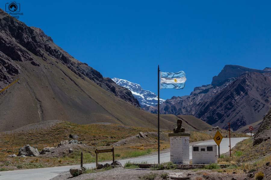 Vista do Aconcágua ao Fundo no caminho para Mendoza