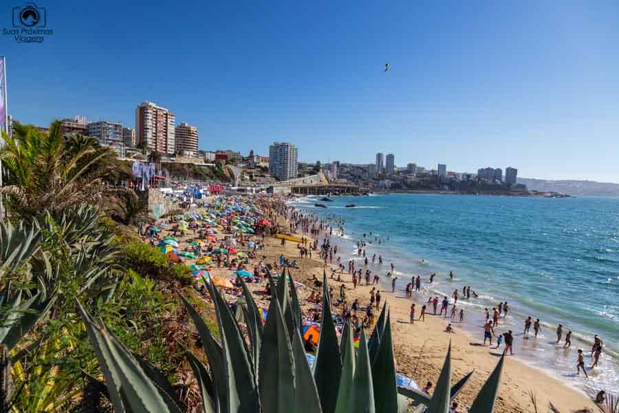 Imagem da Praia de Viña del Mar durante a semana de la canción