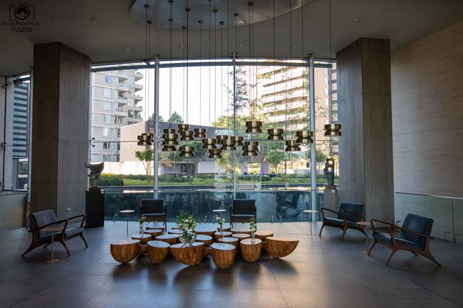 Imagem do hall de entrada do Cumbres Vitacura em Santiago