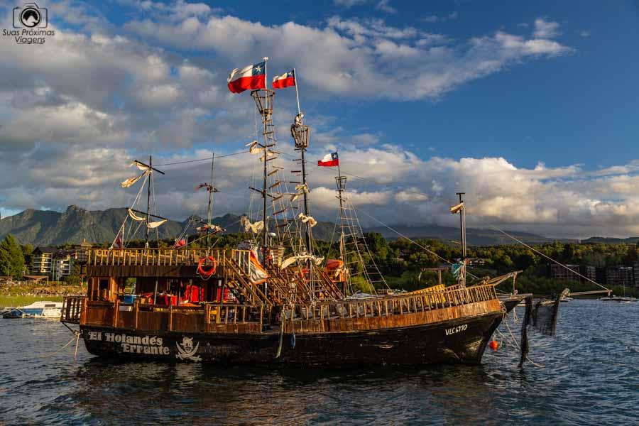 Imagem do barco de passeio turístico em La Posa em Pucón