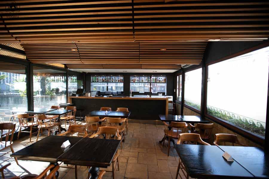 foto do bar da piscina do Hotel Galerias