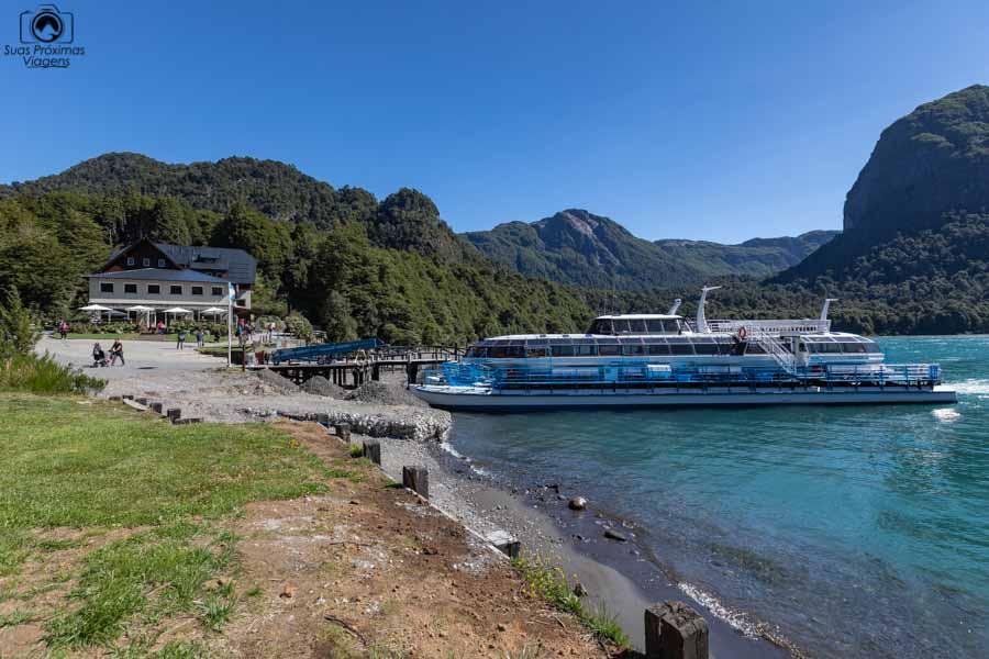 Imagem do Barco da Turisur no Puerto Blest
