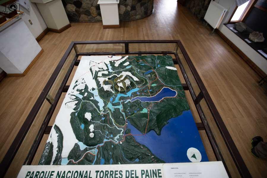 imagem da maquete no centro de visitantes do parque nacional torres del Paine