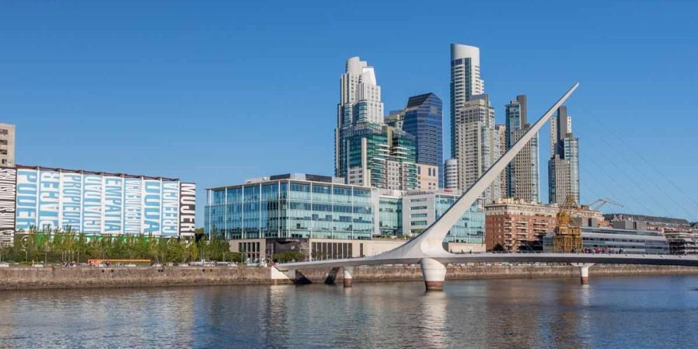 imagem da ponte da mulher em o que fazer em Buenos Aires