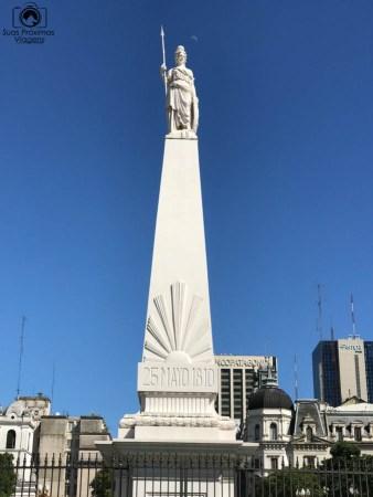 imagem do monumento pirâmide de Mayo em o que fazer em Buenos Aires