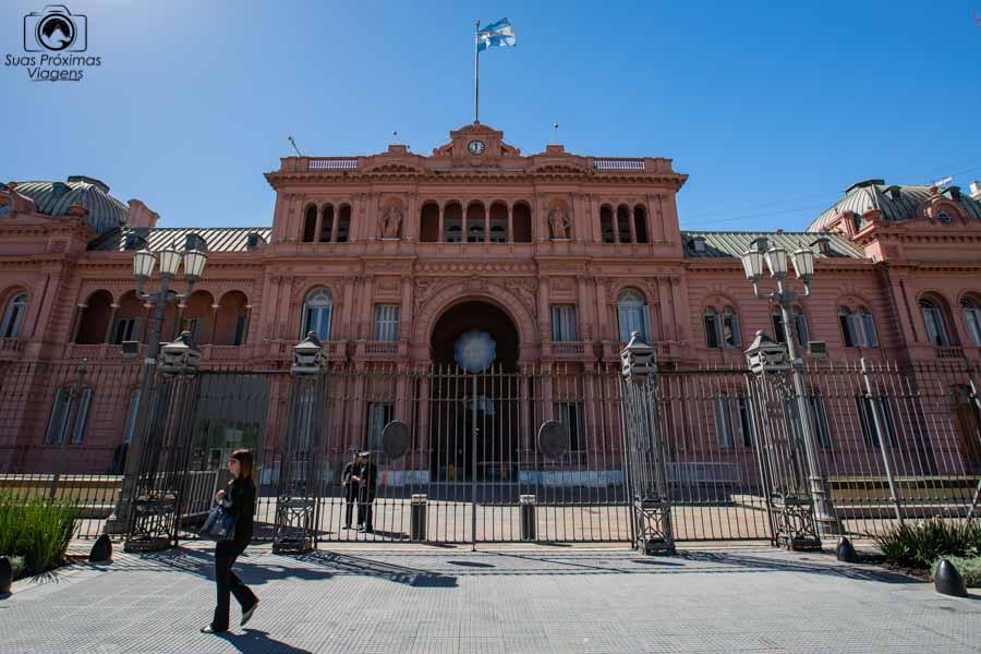 imagem da entrada da casa rosada em Buenos Aires