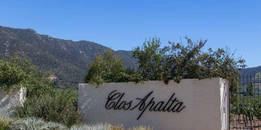 Imagem da entrada da vinicola Clos Apalta