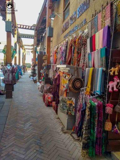 imagem das tendas no mercado local