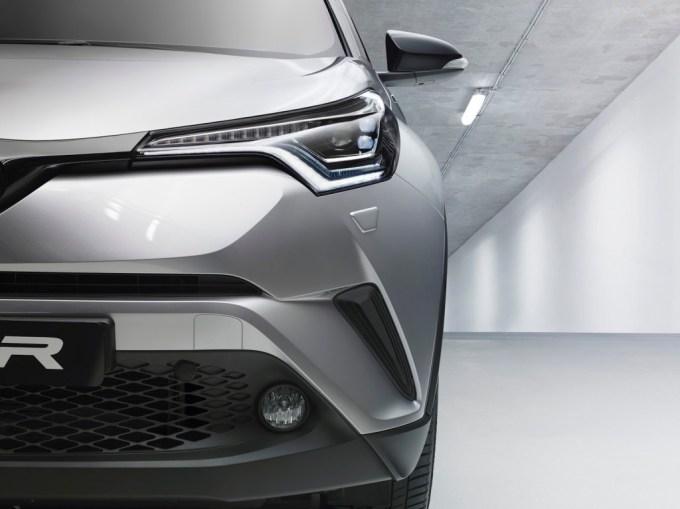 2017-Toyota-C-HR-02