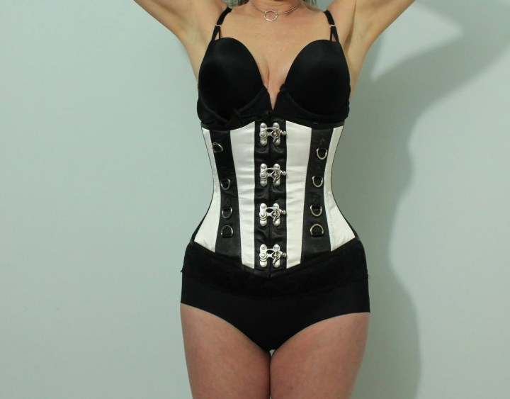 Hourglass - missy in corset