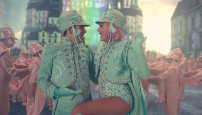 Taylor Swift unveils new era with colorful video for 'ME