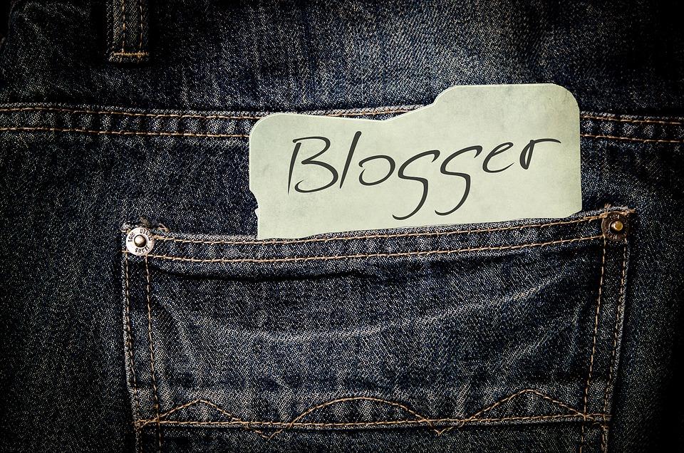 Blogger cu (in)succes garantat, se găsește imediat. Uite cum poți fi și tu unul
