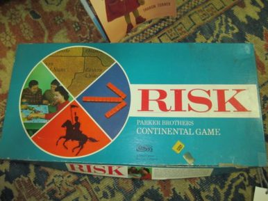 Risk, 1960's Edition with Wooden Pieces ( Complete )