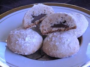 Nutella filled Hazelnut cookies