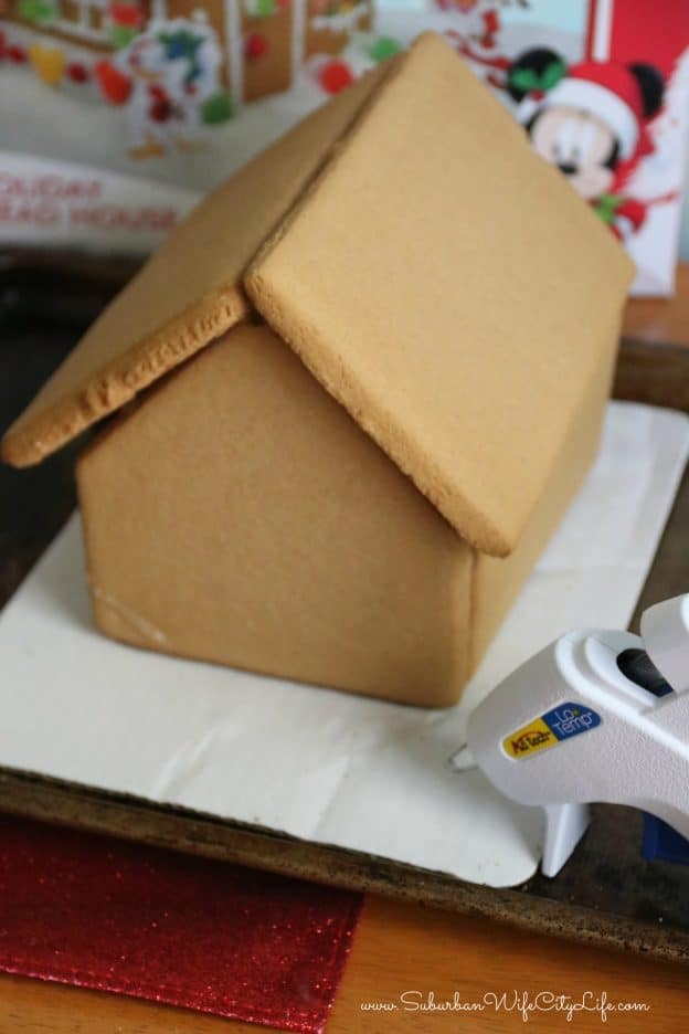 How to assemble a gingerbread house easily