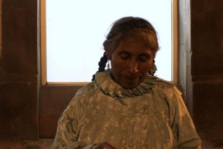 Mujeres comerciantes ambulantes indígenas