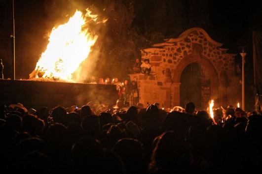 En la ceremonia del Fuego Nuevo, el pasado 2 de febrero, las comunidades p'urhépechas acordaron unirse más para defender a la Madre Tierra de los despojos y abusos que han sido la constante hasta recientes años. Fotografía: Heriberto Paredes Coronel