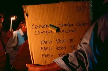 Fotografía: Judith Gómez. Algunos de los cuerpos fueron identificados por la FAFG por medio del ADN de las familias sobrevivientes, mientras otros fueron identificados por medio de la exposición de su ropa