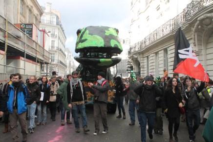 Nantes, Francia: Reprimen marcha multitudinaria contra aeropuerto