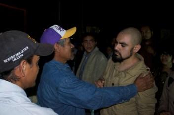 Ilia conoce a Don Serapio, padre de Salvador, también preso político del 2 de octubre