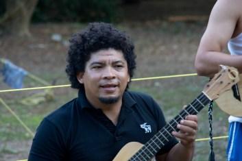 Noé González enseña sus figuras