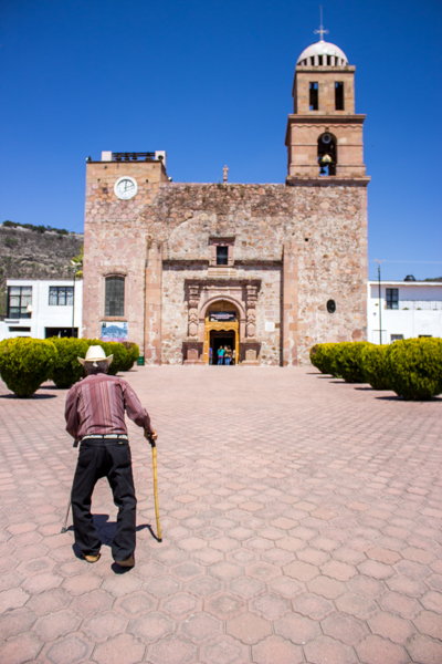 La cortina pretende tener una altura de 105 metros. Con ello Temacapulín desaparecería inundado en un lago. Autoridades incluso han ofrecido el traslado de la iglesia piedra por piedra.