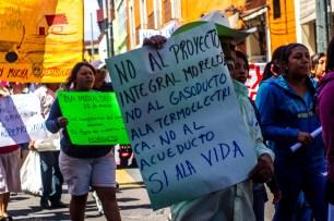 En Morelos, 23 kilómetros de este gasoducto se ubicarán en una zona de alto riesgo. La termoeléctrica que se pretende construir en 45 hectáreas aledañas al pueblo indígena de Huexca demandará el abastecimiento de agua de la planta tratadora de Cuautla, utilizando 20 millones de litros de agua al día para su funcionamiento. Esto en un territorio en el cual se ha padecido escasez de agua por más de dos décadas.