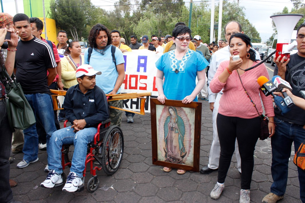 Paola Quiñonez vocera de las mujeres migrantes en el arribo de la Caravana a la Glorieta de Peralvillo. Foto: @itadelcielo