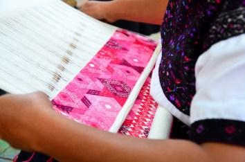 Muestra de trabajos en San Cristóbal de las Casas, en Abril de este año, donde los visitantes quedaron sorprendidos por la alta calidad de las prendas confeccionadas.