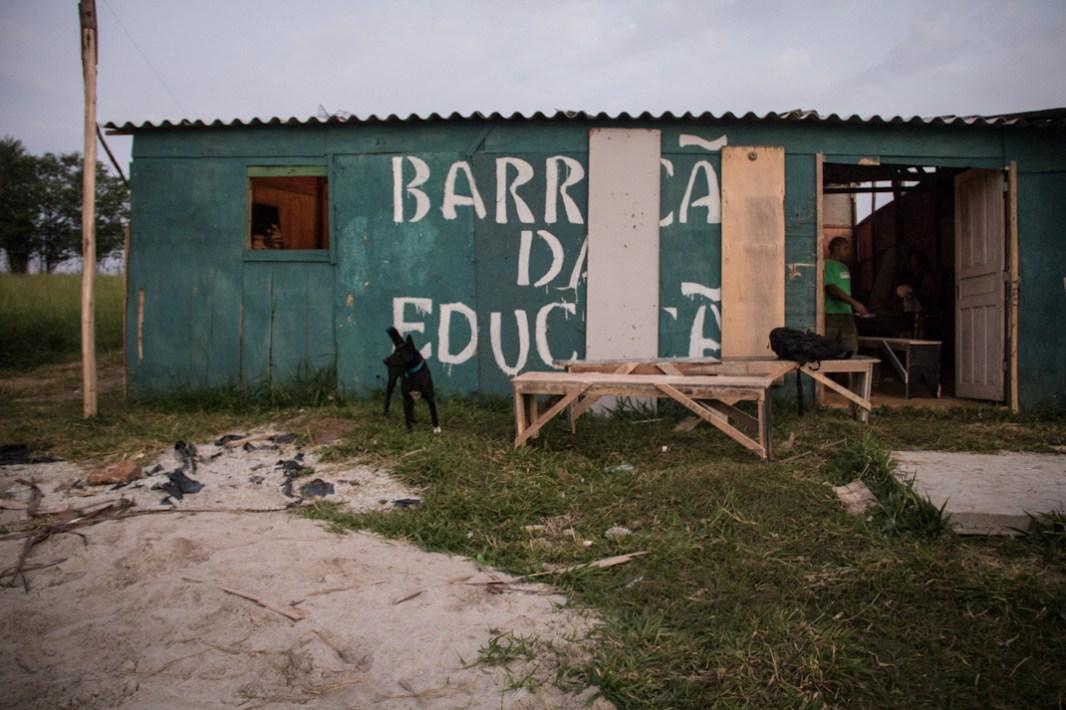 Este es el barraco de educación, aquí se dan cursos de español y sesione sed alfabetización, así como reuniones y encuentros.