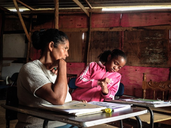 Sesión de alfabetización. Fotografías: Heriberto Paredes