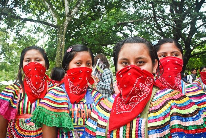 En agosto de 2013, los guardianes de la Junta de Buen Gobierno de la ciudad de Chiapas La Realidad, que formaron parte de la primera generación de la Escuelita convocada por las mujeres del Ejército Zapatista de Liberación Nacional (EZLN).Fotografía: Santiago Navarro