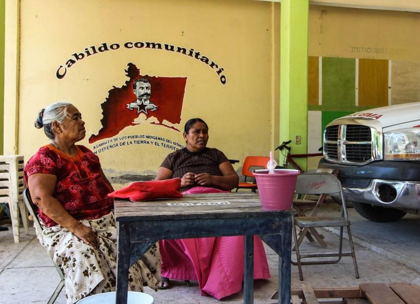 Mujeres declaran autónomo su municipio. Fotografía: Santiago Navarro F.
