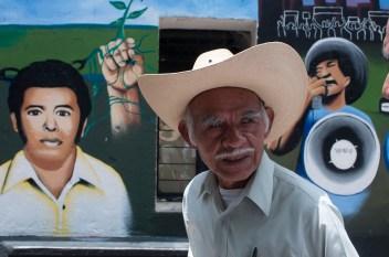 La lucha zapatista, por la educación y contra el gasoducto, convergen en el mural que se encuentra en el centro de la comunidad, junto con paisajes representativos de la historia de Amilcingo e incluso la radio comunitaria, de reciente creación.
