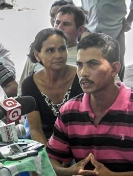 Manuel Cruz, residente del Bajo Lempa hablando en una rueda de prensa contra los megaproyectos. Fotografía: Martha Pskow